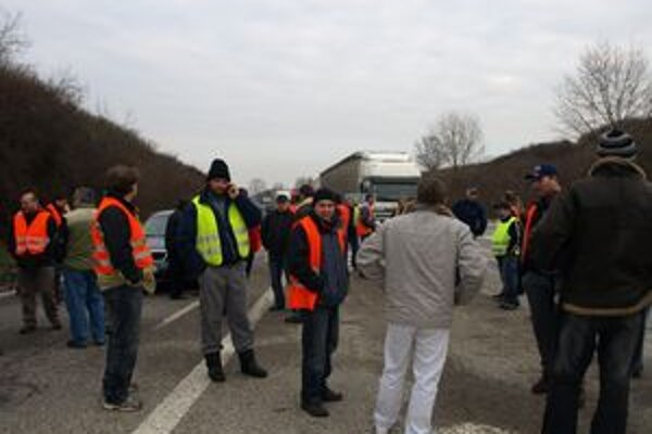 Kamionisti dnes protestovali aj v Trnave.