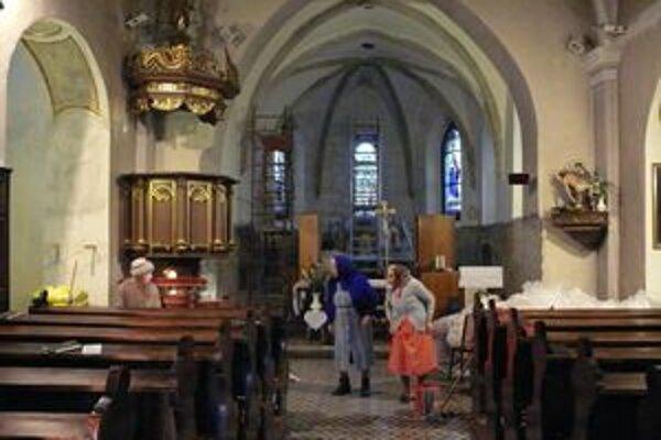 Interiér Kostola sv. Heleny. Práce v svätyni Krajský pamiatkový úrad pozastavil.
