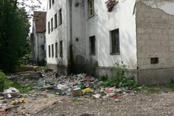 Pohľad na časť Coburgovej ulice, ktorú obývajú Rómovia.