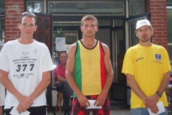 Kategória do 39 rokov. Zľava: Puškár, Magyar, Arbet