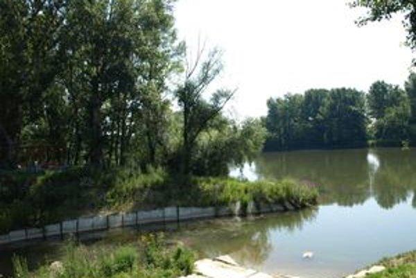 V Seredi pripravujú relaxačnú zónu, ktorá má viesť popri V8hu. Jej súčasťou bude tiež replika vodného mlyna.