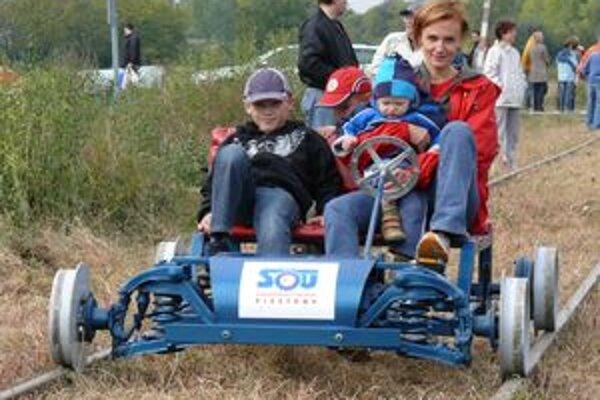 Kraj začína sprípravou na vybudovanie cyklotrasy po bývalej železničnej trati z Piešťan do Vrbového. Zatiaľ nevedia, ku ktorému riešeniu sa priklonia.