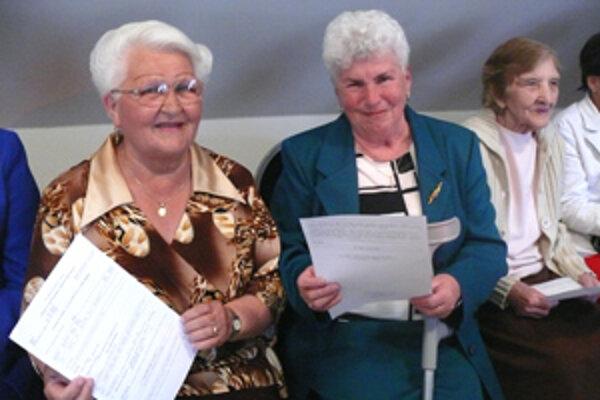 Po šestnástich rokoch majú prví nájomcovia vlastnícke listy konečne vo svojich rukách