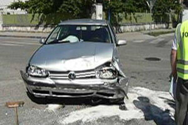 Dopravná nehoda na Gorkého ulici v Trnave.