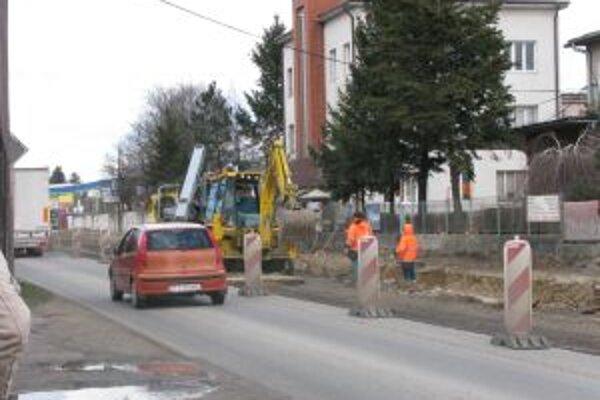 Križovatku na Trstínskej by mali dokončiť v septembri