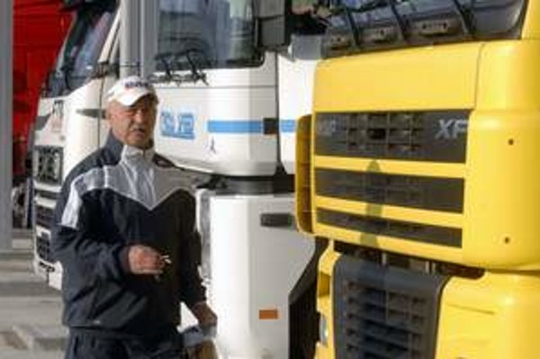 Kamióny budú jazdiť cez obce. Ľudia protestujú.