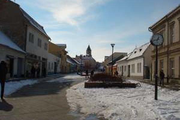 Mestskí policajti v Hlohovci zaznamenali nárast priestupkov v minulom roku.
