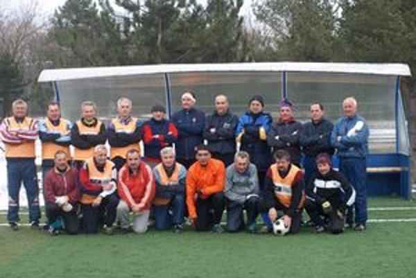 Mužstvo Nealko po sobotňajšom zápase na umelej tráve v Piešťanoch.