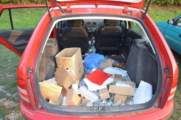 Zlodeji odcudzili dve autá, z tretieho ukradli náradie za sedemtisíc eur.