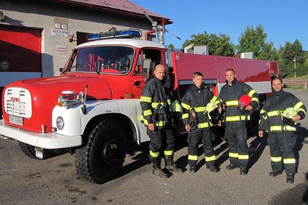 Dobrovoľní hasiči v Nedožeroch-Brezanoch sa tešia z novej Tatry CAS 32.