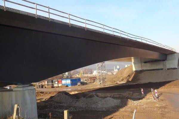 Práce na novom moste majú skončiť koncom marca.
