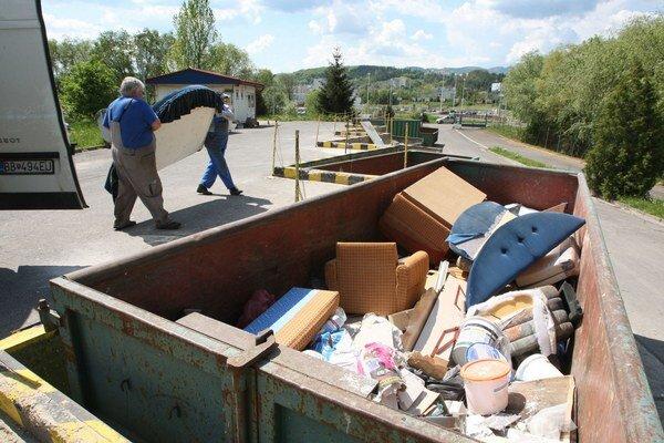 ľudia môžu voziť odpad do polovice novembra