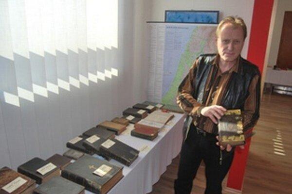 Výstava predstavuje aj Biblie staré stovky rokov