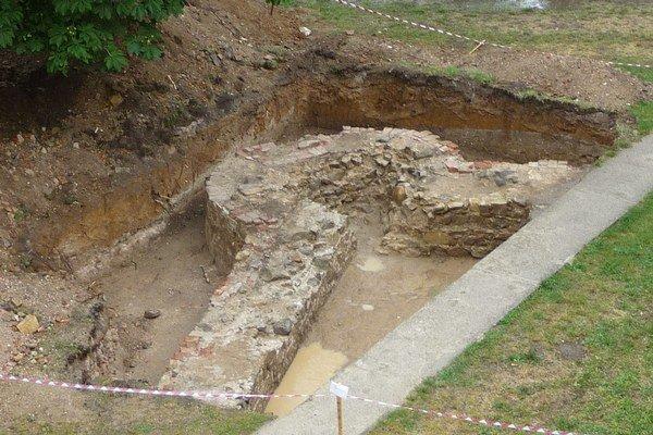Odkryté základy Bánovského kaštieľa.