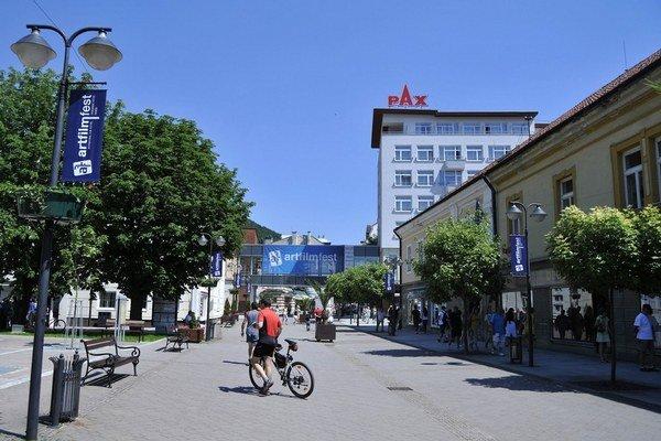 Trenčianske Teplice, mesto známe kúpeľmi a Artfilmom.