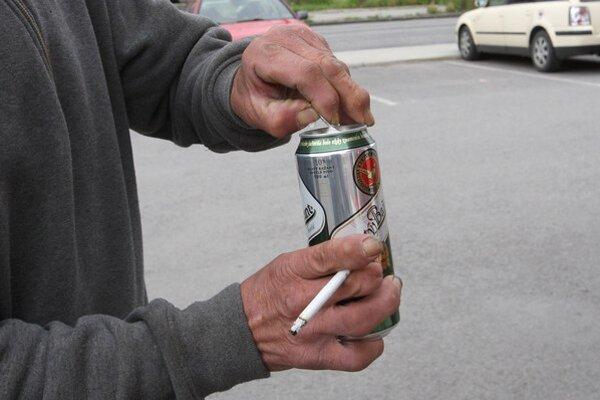 Pitie na verejnosti je opäť zakázané.
