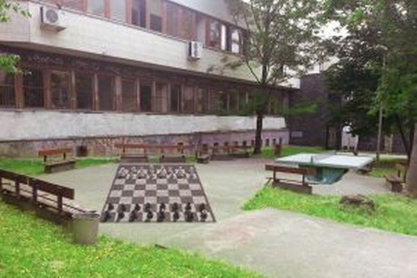 Park medzi ulicami Sládkovičova a Farská.