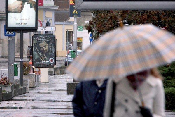 Jesenné počasie prináša aj dažde.
