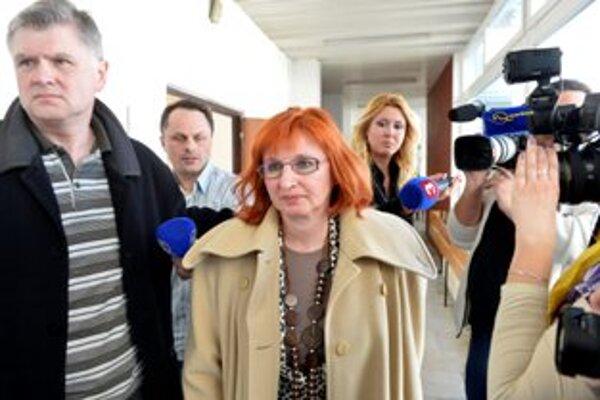 Evu Gajdošovú odsúdil súd ako prvú lekárku na Slovensku na 30 mesiacov nepodmienečne a zakázal jej lekársku činnosť na šesť rokov