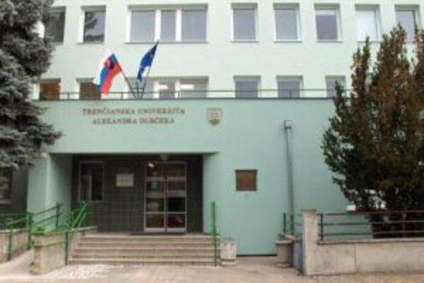Trenčianska univerzita zoštíhli rady pracovníkov.