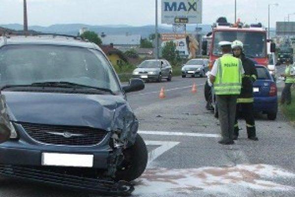Nehoda sa stala na výpadovke z Trenčína pri obci Trenčianbska Turná.