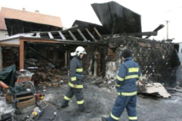 V Skalke pri Trenčíne zhorel rodinný dom.