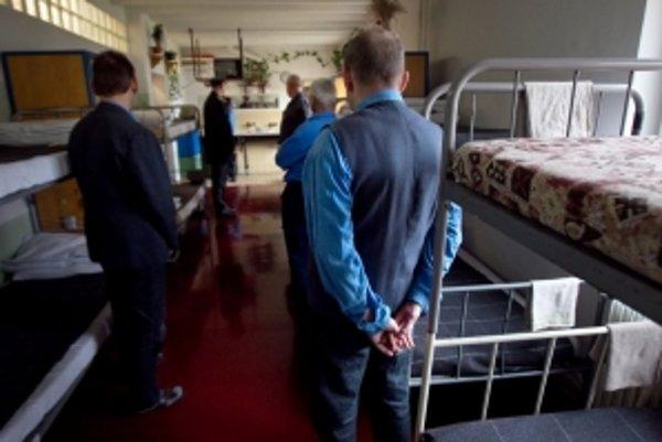 Vo väznici si trest odpykáva viac ako šesťsto väzňov