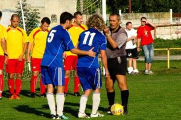 Chocholania sa s Horným Srním nehrali a nasúkali im štrnásť gólov.