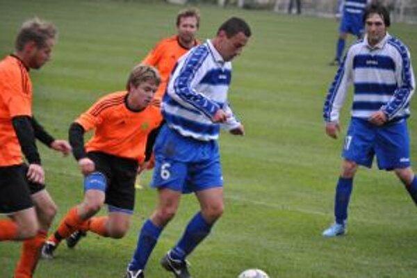 Trenč. Teplice (v oranžovom) zdolali v oblastnom derby Podolie 1:0.