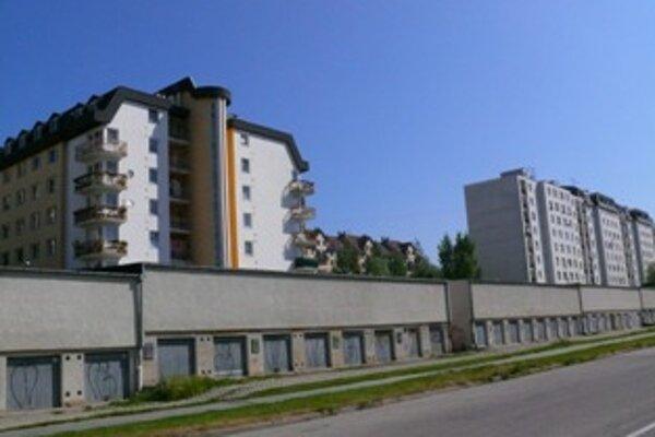 Do dražby bytov sa prihlásilo iba sedemnásť záujemcov.