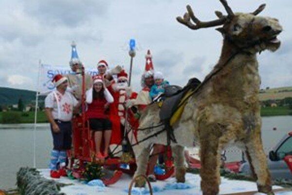 Na jubilejný splav dorazil aj Santa na saniach.