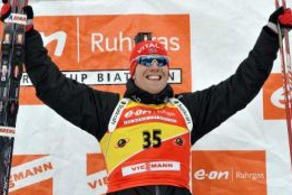 Nór Emil Hegle Svendsen sa stal víťazom šprintu Svetového pohára biatlonistov v rakúskom Hochfilzene.