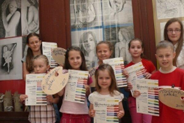 Víťazi súťaží Z Mudrochovej palety priniesli do Trenčína jedenásť cien.