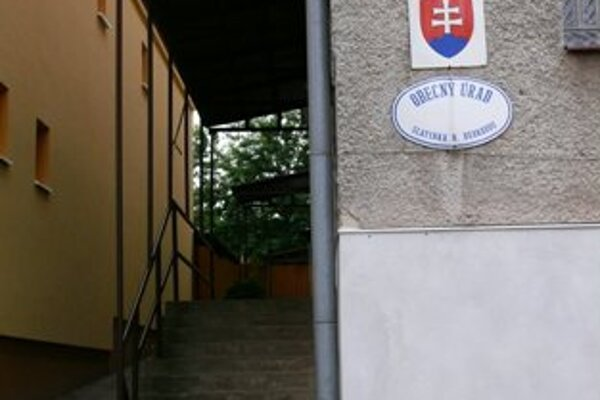 Obec Slatinka nad Bebravou riadi zástupca, starostka pôsobí ako úradníčka.