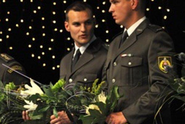 V kategórii Záchrana života boli ocenení vojaci Marián Szilágyi (vpravo) a Jakub Novotný (vľavo).