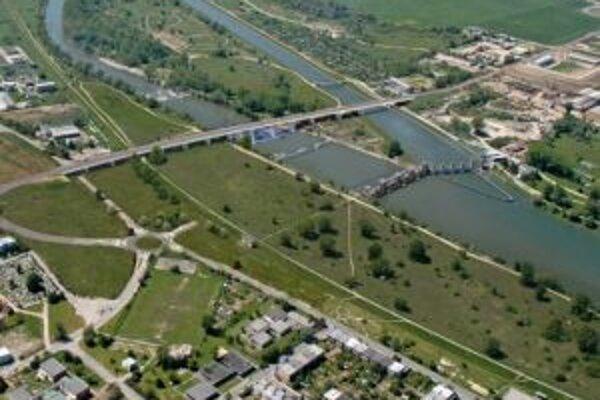 Nový cestný most čakajú Trenčania už roky.
