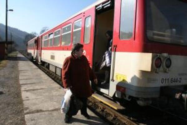 Obyvateľov Višňového obmedzenie vlakov odreže od sveta.