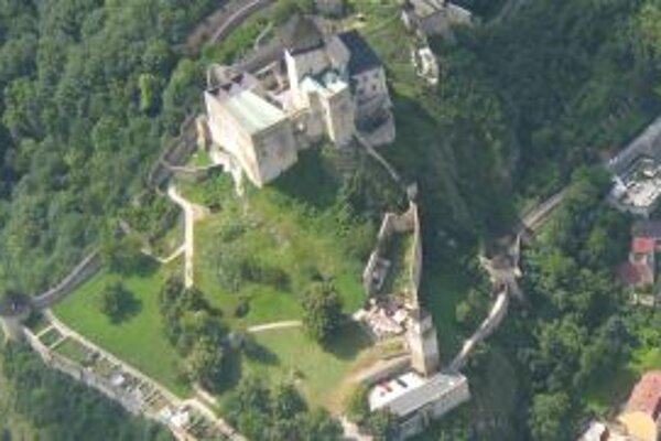Z kasární zo začiatku 15. storočia ostali len dva múry.