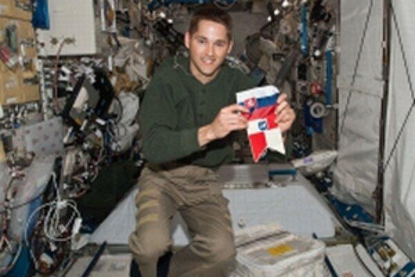 James P. Dutton v module vesmírnej stanice.