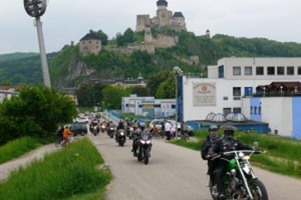 Na jazdu kráľov sa vydalo cez 250 motorkárov zo Slovenska Čiech i Poľska.