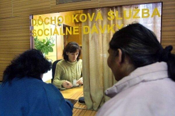 V Trenčíne väčšine žiadateľov dávku nepriznali