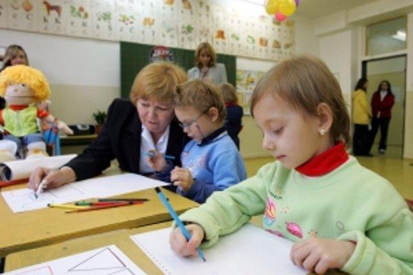 V Trenčíne pri zápise prvákov uprednostnia deti rodičov s trvalým pobytom