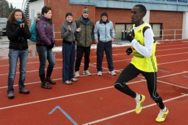 Silvestrovský beh na 5000 m na dráhe zorganizoval Atletický klub Dubnica nad Váhiom, najväčším ťahákom bol keňský vytrvalec Colins Kosgei.