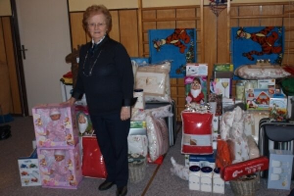 Teta Bertuschka priniesla aj tento rok z Holandska mnoho najrozmanitejších darčekov.