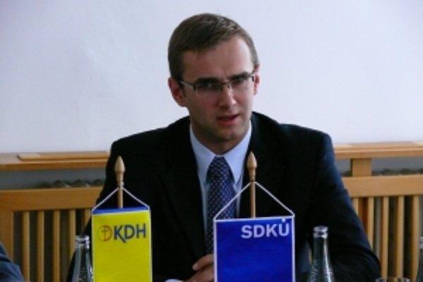 Poslanec Národnej rady SR a kandidát na trenčianskeho predsedu vyššieho územného celku Martin Fedor (SDKÚ-DS) sa v prípade úspechu v novembrových voľbách vzdá mandátu v parlamente.
