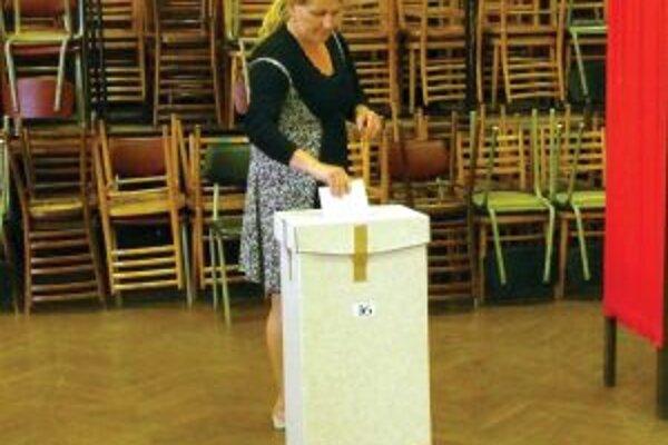 Obyvatelia Trenčianskeho kraja budú vyberať v župných voľbách z viac ako 400 kandidátov na post poslanca.