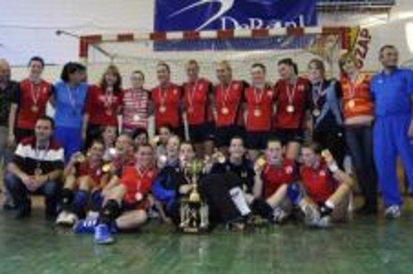Radosť hráčok ŠKP Bratislava po zisku majstrovského titulu.