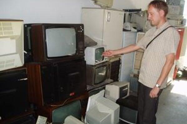 Zo starých televízorov by dokázali urobiť výstavu