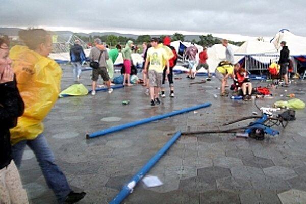 Na mieste nešťastia okamžite zasahovali záchranári, hasiči aj polícia.