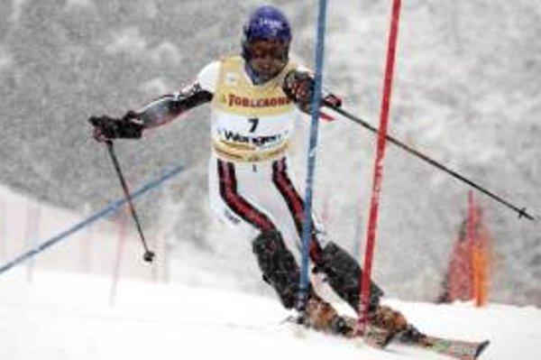 Francúz Jean-Baptiste Grange počas prvého kola slalomu vo švajčiarskom stredisku Wengen